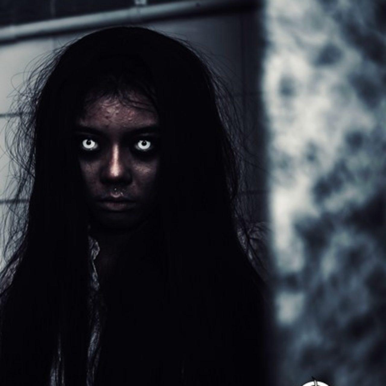 La niña fantasma que salió del espejo