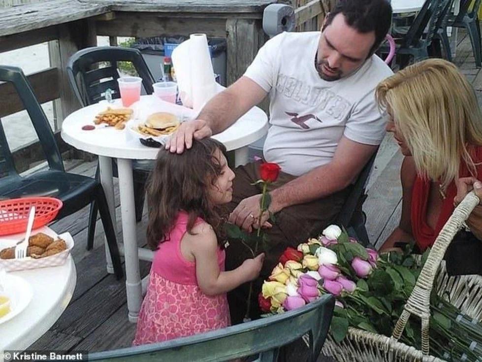 Adulta se Hace Pasar por Niña e intenta Matar a sus Padres Adoptivos