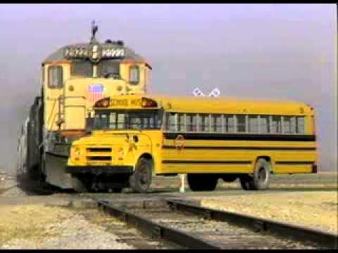 autobus arrollado por tren