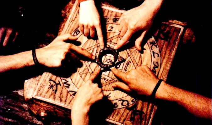 cómo jugar la ouija solo